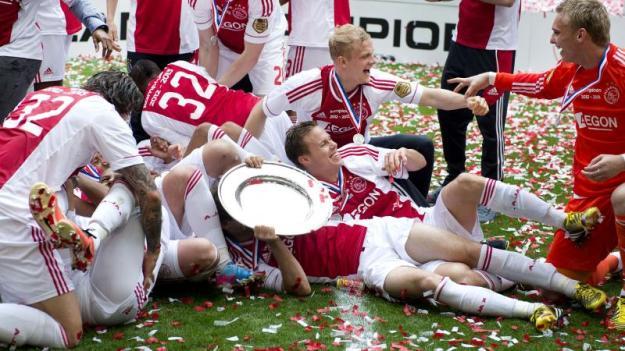 Ajax stelt titel 2013 weer veilig.