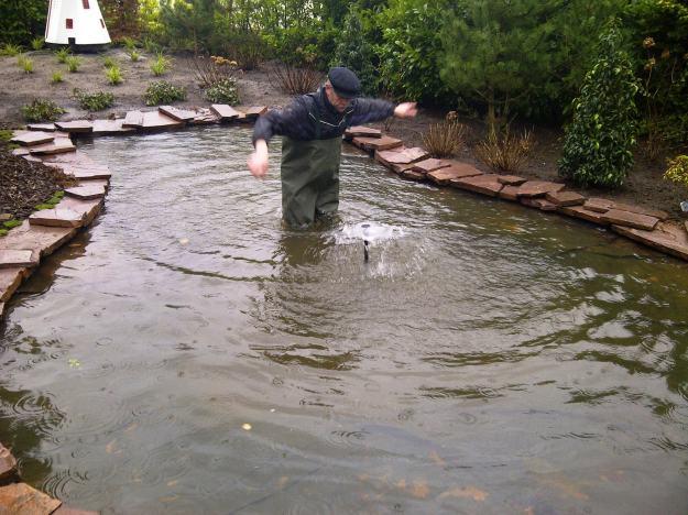 Theo van E. neemt zwemles